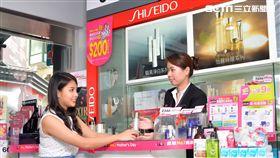 藥妝店推出母親節優惠活動。(圖/屈程式提供)