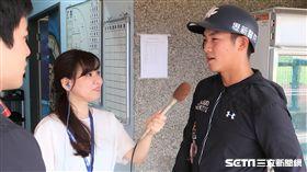 梁家榮接受日本NHK廣播電台專訪。(圖/記者王怡翔攝)