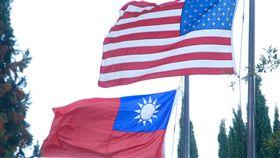 蔡總統過境美國 國旗飄揚-台美關係-國旗- 總統蔡英文搭乘長榮777專機,展開9天8夜的「英捷專案」,並在7日(當地時間)過境美國休士頓,蔡總統下榻的飯店可見到中華民國國旗飄揚。 中央社記者廖漢原休士頓傳真 106年1月8日