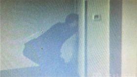 大陸江蘇崑山,中年男偷窺女房客洗澡,偷窺 圖/翻攝自微博