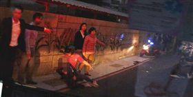 中和民安街發生嚴重機車車禍,林姓男子命危。(圖/新北市消防局提供)