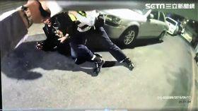 李男開著掛假車牌的轎車載友準備行竊,遇上巡邏警員卻心虛逃逸,雙方追逐近20公里,最後李男棄車逃離,林姓友人當場遭逮(翻攝畫面)