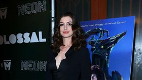 《柯羅索巨獸》安海瑟薇(Anne Hathaway) 圖/威視提供