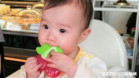 嬰兒,副食品,嬰幼兒,固齒器,小孩(圖/梅子提供)(非正面新聞勿用)