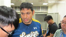 ▲Lamigo先發投手Zack Segovia(賽格威)賽後受訪。(圖/記者蕭保祥攝)