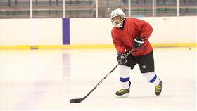 許孟哲與國家冰球隊成員積極備戰,將代表台灣出征世界冰球錦標賽