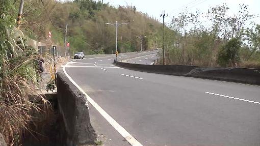 下坡彎道失控自撞 23歲軍人騎重機慘死
