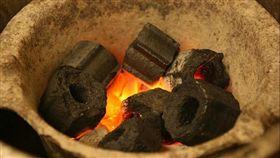 燒炭 (圖/James Chao,flickr)