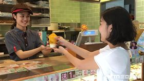 Mister Donut冰沙新品:鮮奶酪芒果冰沙,鮮奶酪草莓冰沙。(圖/Mister Donut提供)