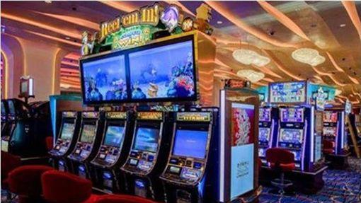 賭場,賭博,拉霸,拉霸機,獎金,Jan Flato,Marina Medvedeva Navarro 圖/翻攝自臉書