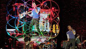 英國酷玩樂團(Coldplay)今晚在桃園高鐵站前廣場開唱 中央社