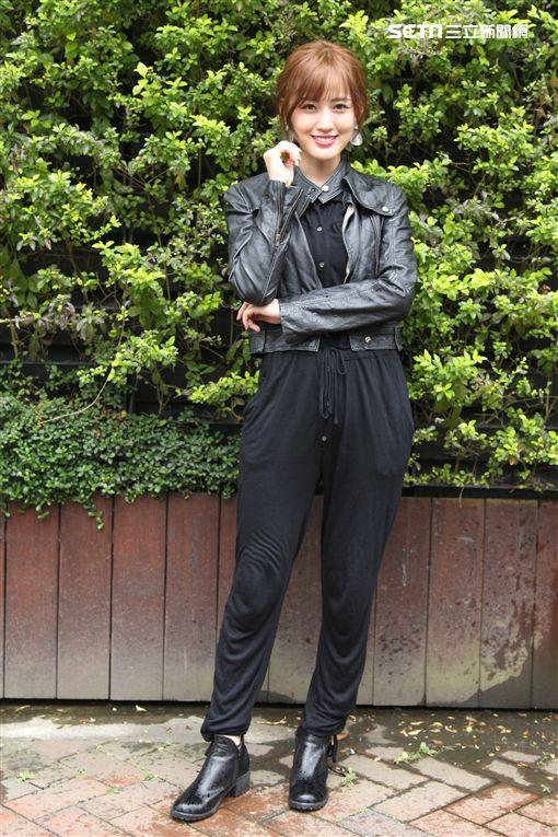 喬殷浩‧喬妹與性感女神梁以辰,拍攝意外車禍驚險場景。(記者邱榮吉/攝影)
