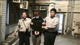 警方將李姓主嫌移送法辦。(圖/翻攝畫面)