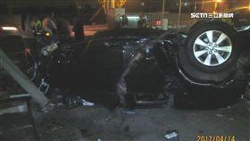轎車百公里撞民宅 輪胎引擎解體四散