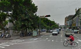 情侶吵架遷怒路樹 結局超展開_googlemap