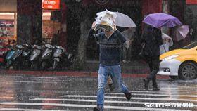 大雨,雷雨,午後雷陣雨 圖/記者林敬旻攝