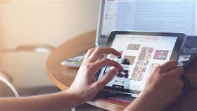 平板,ipad,行動裝置,智慧型,電腦,科技,低頭族(圖/Pixabay)