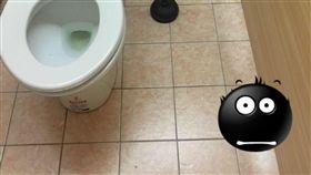 蹲廁所伸進一隻腳_https://www.ptt.cc/bbs/StupidClown/M.1492364315.A.FA0.html