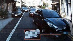警示燈,違規停車,跨越雙黃線,闖紅燈,舉發,被陰,行車紀錄器,谷坑,爆怨公社 圖/翻攝自https://goo.gl/yi5WYB