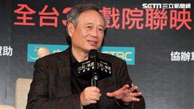 導演李安、演員喬歐文、演員李淳出席「比利.林恩的中場戰事」台北記者會。(記者邱榮吉/攝影)