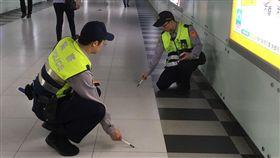 台北高鐵站 血跡 鐵路警察提供
