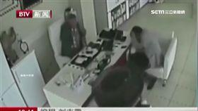 土耳其飛天輪胎 彈進店裡砸客人頭