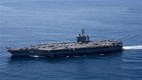北韓23日表示,準備擊沉1艘美國航空母艦,以展示其軍事力量;與此同時,日本海上自衛隊兩艘護衛艦加入美國航母打擊群,在西太平洋展開共同訓練。圖美國航空母艦卡爾文森號。(圖取自美國海軍官網www.navy.mil)