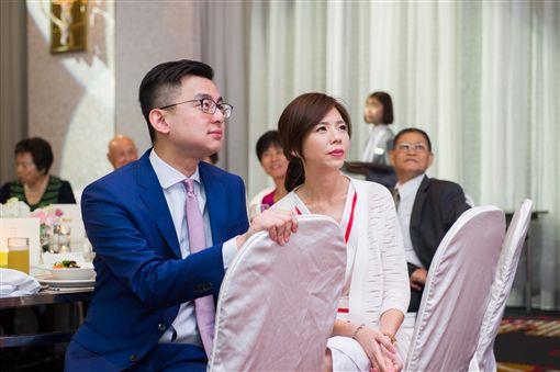 時代力量立委洪慈庸和台中市政府新聞局長卓冠廷結婚(圖/洪慈庸助理提供)