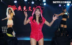 日本女優水稀美里不同裝扮會粉絲。藝(記者邱榮吉/攝影)
