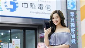 三星 Galaxy S8/S8+ 中華電信提供 滑手機 講電話 行動上網