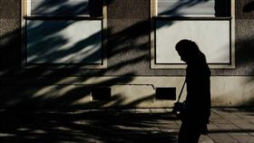憂鬱,陰影,惡夢,負面情緒,黑暗面,孤獨,輕生,自殺(圖/攝影者Ines Njers, Flickr CC License)https://goo.gl/8qyJwD