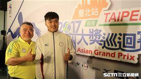 台灣標槍選手鄭兆村(右)。(圖/記者王怡翔攝)
