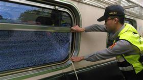 火車,列車,玻璃,車窗,破裂,石頭 圖/中央社