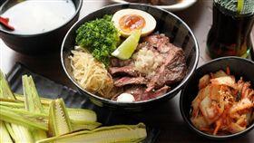 厚切牛排丼(239元/份)是初牛店內人氣最高的單品。
