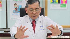 國泰醫院物理治療師簡文仁坐姿如意操第四招示範