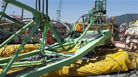 三星重工造船廠倒塌意外 起重機釀5死18傷(圖/翻攝攝自韓民族日報)