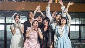 《通靈少女》最後一集讓粉絲與劇組演員淚崩。(圖/翻攝自公視粉絲團)