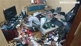 郭姓工人利用工作時潛入負責修繕的浮洲合宜住宅行竊,一連搜刮數十戶人家,得手超過百萬元的贓物(翻攝畫面)