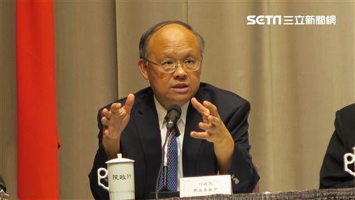 行政院政務委員鄧振中。(記者盧素梅攝)