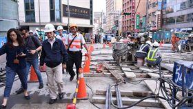 北市副市長林欽榮3日下午現場視察八德路搶修進度 北市府提供