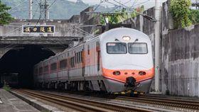 台鐵,自強號。(圖/攝影者billy1125, Flickr CC License)https://flic.kr/p/RRZNsb