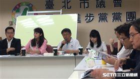 台北市長柯文哲10日中午赴台北市議會民進黨團說明容積銀行代金政策 盧冠妃攝