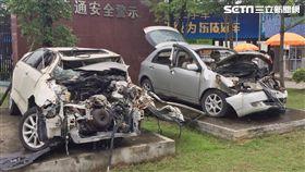 廣東省東莞市監理所內驚見多輛「死亡車」展示。(圖/民眾提供)