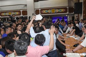 前瞻法案,經濟委員會,立法院,宣讀條文 圖/記者林敬旻攝