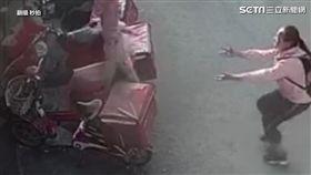 大陸2歲男童墜落。 (圖/翻攝秒拍)
