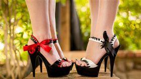 高跟鞋,鞋子,(flickr https://www.flickr.com/photos/simpleskye/9176007648/in/photolist-eYRroq-846mVy-bGnX5R-anyHao-HPShsF-TNCNv9-8t2kuN-SXWBJU-h8A3Jc-5CK3ZQ-dPkW5x-nrZ8oW-5VJB6V-8UqsgY-nGnyYD-jiVt5p-hiZB3B-)