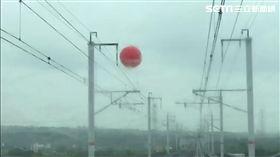 氣球纏繞架空線 高鐵班次受影響