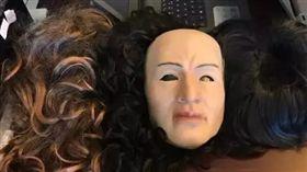 大陸34歲神秘土豪 領錢都戴人皮面具…(圖/翻攝陸媒)