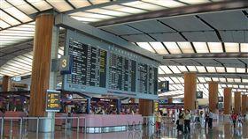 樟宜機場二航廈、新加坡/維基百科