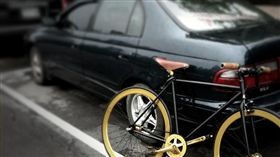 停車 腳踏車 https://www.flickr.com/photos/baga/5715454763/in/photolist-8dcSsy-8yYeU1-E7crHH-nW4i1r-9r7S2u-5ctUiE-6k4REh-9Bgthp-dBktfd-9H4czv